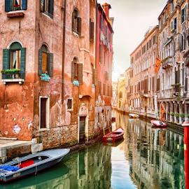 Venezia canal by Nermin Smajić - Buildings & Architecture Public & Historical ( water, venezia, sunset, venice, boat, canal, italy, historic, sun )