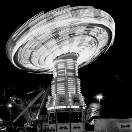 Night at the Amusement by Rob Kovacs - Novices Only Street & Candid