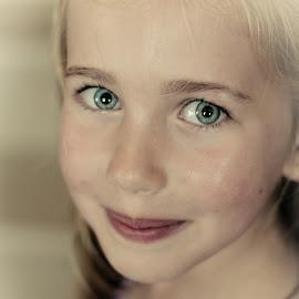 Angel by Fernanda Magalhaes - Babies & Children Child Portraits ( angel, girl, blue eyes, beauty, portrait )