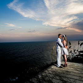 Love is in the air. by Fernando Freitas - Wedding Bride & Groom ( love, wedding, sea )