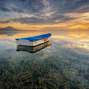 Alone at last by Hendri Suhandi - Landscapes Sunsets & Sunrises ( bali, sanur, beach, sunrise )