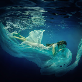 Sleep. by Dmitry Laudin - People Portraits of Women ( girl, underwater, swim )