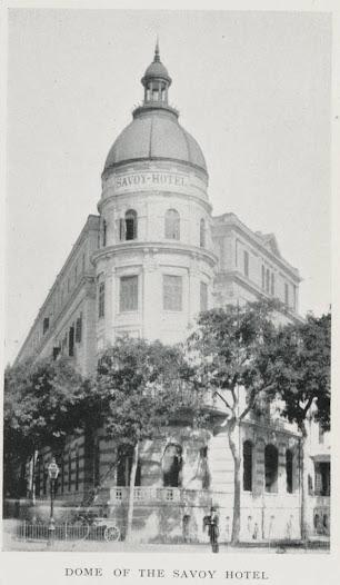 Vid ankomsten till Kairo tog sällskapet in på det eleganta Savoy Hotel.
