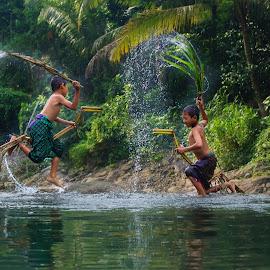 Traditional Games by Wisnu Widayat - Babies & Children Children Candids