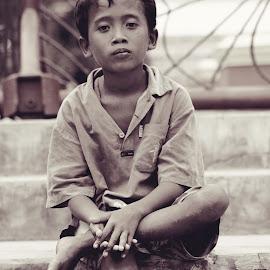 Acong by Ca_Ind 97 - Babies & Children Child Portraits ( blackandwhite, street, candid, people, portrait )