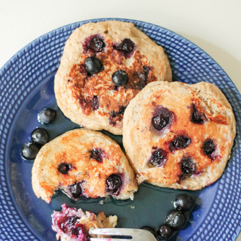 Oatmeal Blueberry Yogurt Pancakes (gluten free, high protein!)