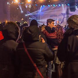 The kiss by Bogdan Caprariu - People Street & Candids ( kiss, lovers, street scene, people, street photography )