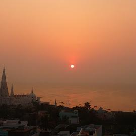 Sunrise at Kanniyakumari by Siddharth Srinivasan - Landscapes Sunsets & Sunrises ( indianocean, kanniyakumar, india, beach, sunrise )