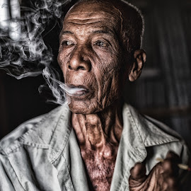 Pok Soh by A Azmizul Hisyam Ibrahim - People Portraits of Men