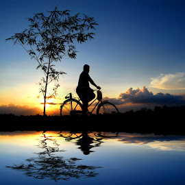 mulih ngalor by Indra Prihantoro - Transportation Bicycles ( sunset, silhouette, bicycle )