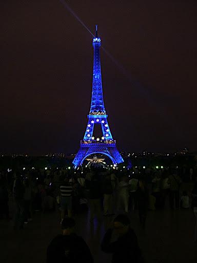 Tour Eiffel - Robe bleutée dans Photographies du Paris d'hier et d'aujourd'hui