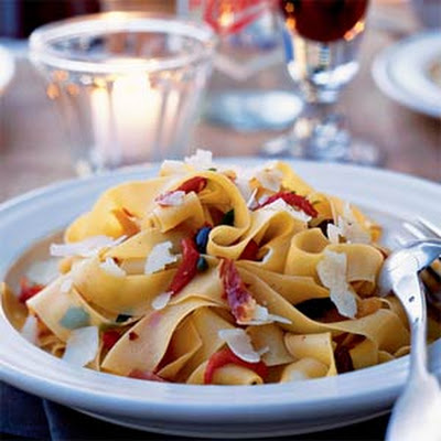 Roasted Pepper, Kalamata, and Prosciutto Pasta