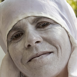 woman with a white face by Vibeke Friis - People Musicians & Entertainers ( la rambla, white face, barcelona,  )