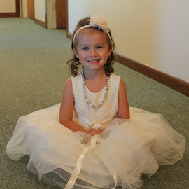 by Hannah Isenberg - Wedding Other ( child, portrait )