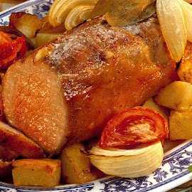 Carne al horno by Gustavo Pomar - Food & Drink Meats & Cheeses ( papas, carne, peceto, comida, horno,  )