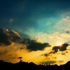 Golden Moment by Prince Frankenstein - Instagram & Mobile Android ( sunset, cloud, dusk )