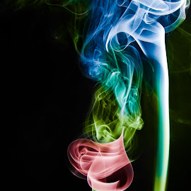 Smoke.... by Ravi Singh - Novices Only Objects & Still Life ( offcameraflash, smoke photography, india, artistic objects, smoke )