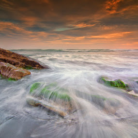 Take the time by Eris Suhendra - Landscapes Sunsets & Sunrises ( bali, waterscape, sunset, wave, travel, beach, landscapes, nikon )