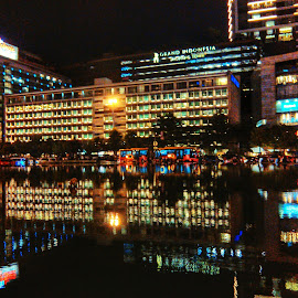Hotel Indonesia in reflection by Idenz Kusuma - Buildings & Architecture Office Buildings & Hotels