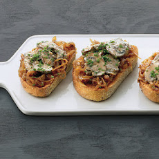 Creamed-Mushroom Bruschetta With Caramelized Onions