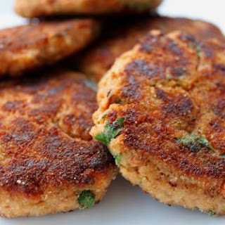 Salmon Patties with Lemon Sauce