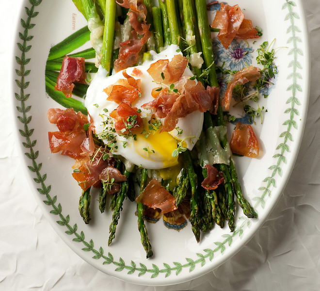 Roasted Asparagus with Crispy Prosciutto and Poached Egg Recipe ...