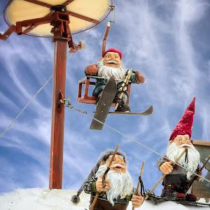 Santa sking.jpg