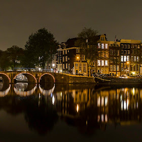 Night View of Prinsengracht Canal at Amstel River.jpg