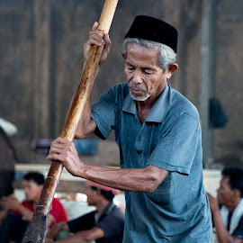 Toffee Maker by Sucipto Darmaputra - People Portraits of Men ( toffee, indonesia, food maker, human interest, cooking,  )