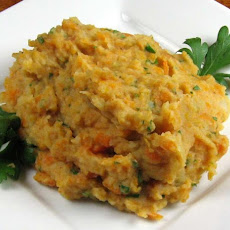 Mashed Potatoes and Carrots With Paprika and Parsley