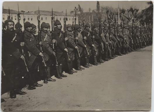Turkish soldiers with firearms