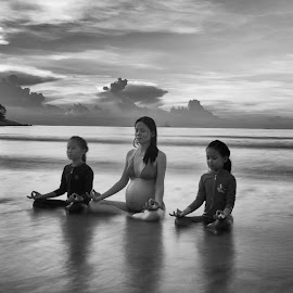 Tranquility by Michael Pua - People Maternity ( mother, bintan, black and white, indonesia, pregnant, children, long exposure, beach, bnw, yoga, yoga by the beach,  )