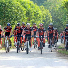 we are the knight riders  by Wan Azizul Azar Aziz - Sports & Fitness Cycling