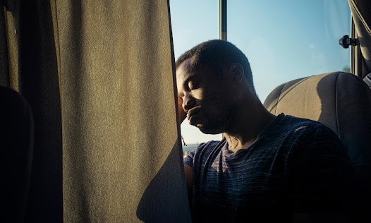 Ladi Emeruwa (Hamlet) uses the long bus journey to Zaatari for a quick nap. (by Sarah Lee)