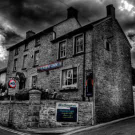Carew Inn by Simon Eastop - Buildings & Architecture Other Exteriors ( inn, carew, pembrokeshire, pub, mono )