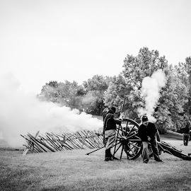 Rolling Thunder by Tim Murphy - News & Events Entertainment ( soldiers, battle, black and white, civil war, war, smoke, cannon )