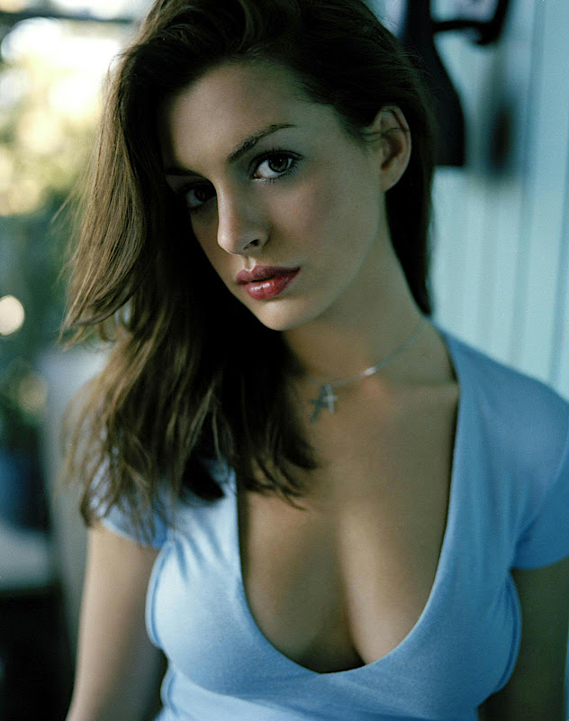 Anne Hathaway Sexy