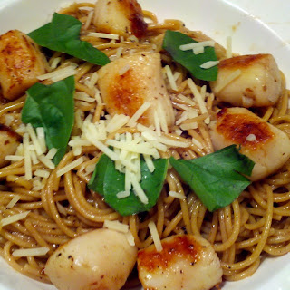 Seared Scallops & Pasta with Garlic White Wine Sauce