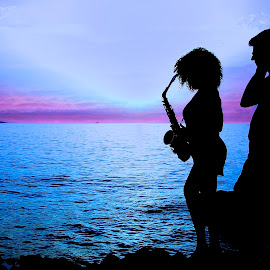 Occasional lovers  by Georgios Kalogeropoulos - People Musicians & Entertainers ( musicians, sunset, sea, summer, couple )
