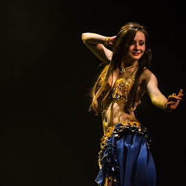 Belly dancer by Jean-Marc Schneider - People Musicians & Entertainers ( belly dance, dance )