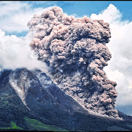 Eruption by Kriswanto Ginting's - News & Events Disasters ( tanah karo, volcano, mount, indonesia, sinabung )