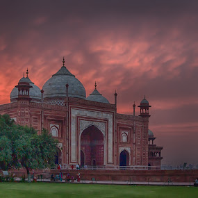 Taj Mahal Mosque at Sunset by Martin Belan - Buildings & Architecture Places of Worship ( mosque, sunset, taj mahal, india, travel, , golden hour, sunrise )