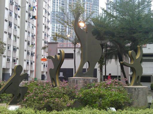 Ghim Moh Family Statue