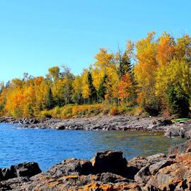 Lake Superior Coast by Terry Moffatt - Landscapes Waterscapes ( waterscape, fall, lake, lake superior, coastline,  )