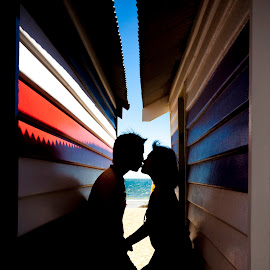 Love under the shade by Irwan Budiarto - People Couples ( love, brighton beach, silhouette, pre wedding,  )