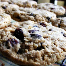 Vegan Cinnamon Oatmeal Raisin Cookies