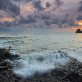 Sunset by Muhamad Aris - Landscapes Waterscapes