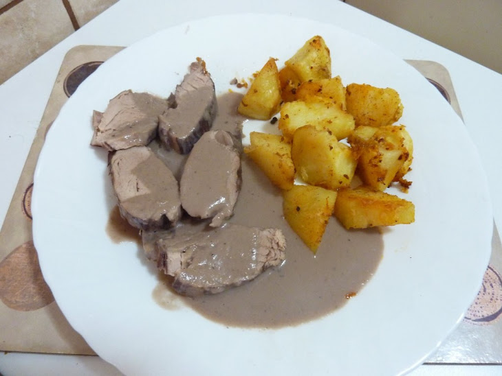 Fillet of Pork in Red Wine Sauce with Mushrooms and Roast Potatoes ...