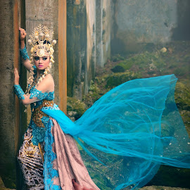ratu by Adhit Rahmaditia Soemawilaga - People Fashion