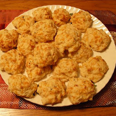 Cheddar Bay Biscuits (Red Lobster Style)